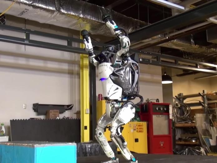 boston-dynamics-atlas-backflip-robot
